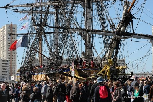 Des milliers de personnes sont venues accueillir l'Hermione quai de la Corse