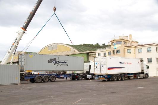 J-10 : les containers acheminant les bateaux de course depuis Portsmouth arrivent en rade de Toulon !