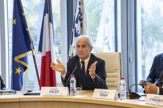 Le président, H. Falco - Signature de la convention cadre du PAPI 2018-2021