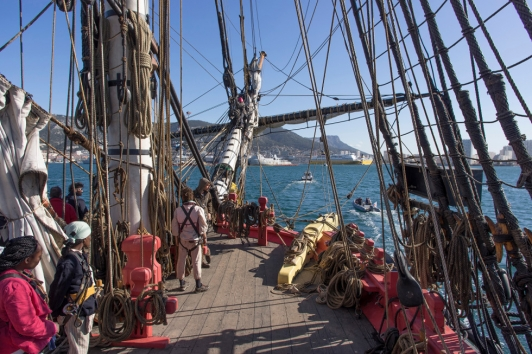 Arrivée de l'Hermione dans la rade de Toulon