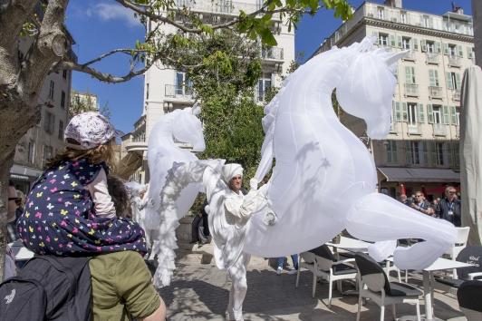 """Les """"FierS à cheval"""" dans les rues du Toulon"""