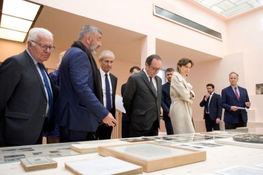 Visite de François Hollande, accompagnée de la ministre Audrey Azoulay