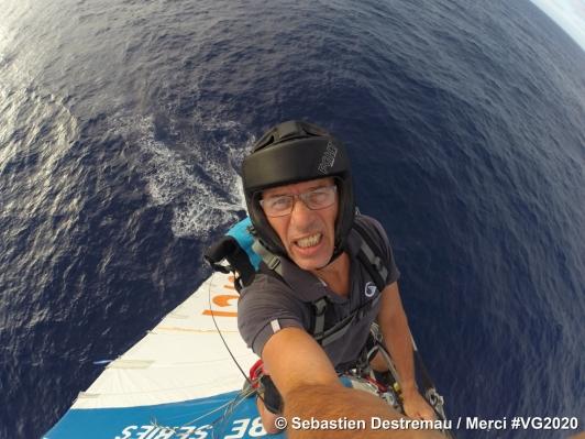 Sébastien Destremau grimpe dans sa voile, le 03.12.2020