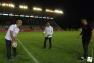 J-5: Franck Cammas, skipper de Groupama Team France, donne le coup d'envoi à Mayol du match RCT/Brive avec Hubert Falco