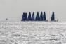 Les 8 concurrents dans la rade croisent un sous-marin