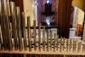 L'instrument, composé de bois et de tuyaux en bois et en étain, a été monté pièce par pièce dans l'église Saint-Flavien
